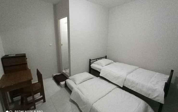 Comfort Room near Sentul City Mall at Magda Homestay (MGD5) Bogor - Twin Room with AC & TV, Pasangan butuh bukti nikah
