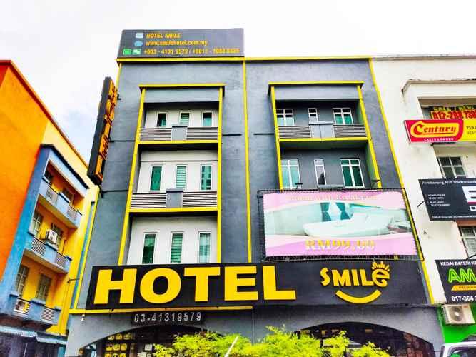 EXTERIOR_BUILDING Smile Hotel Danau Kota
