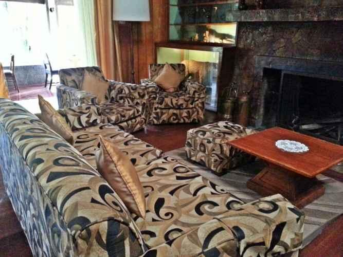 LOBBY Safari Lodge Baguio by Log Cabin Hotel