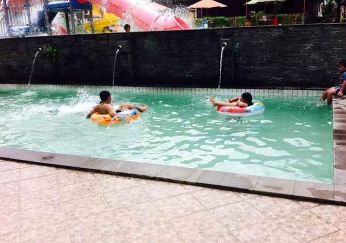 SWIMMING_POOL Puncak Village Hotel & Kampung Main Puncak