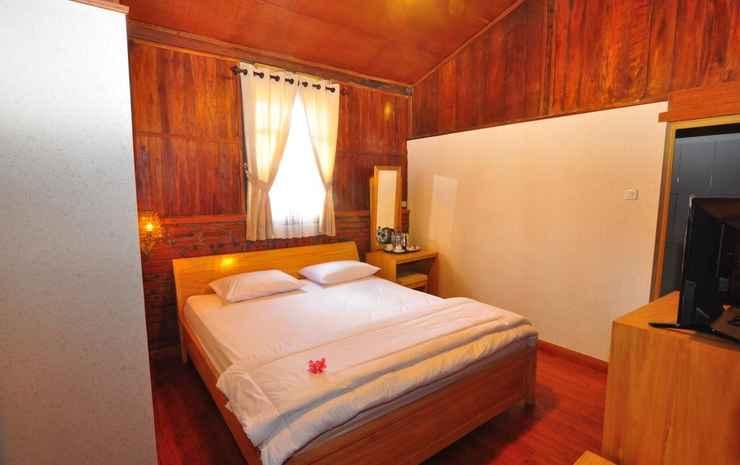 Bata Merah Villa & Tent Malang - Rumah Kayu