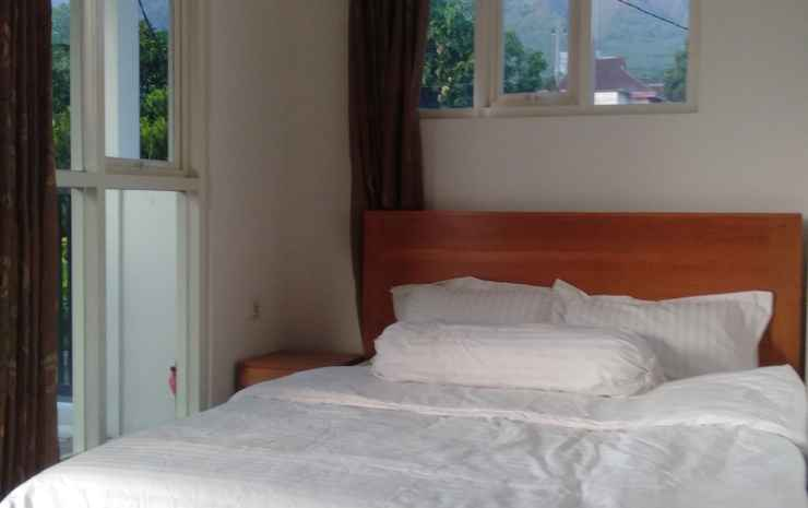 Family Homestay ARYA Malang - 2 Double Bed