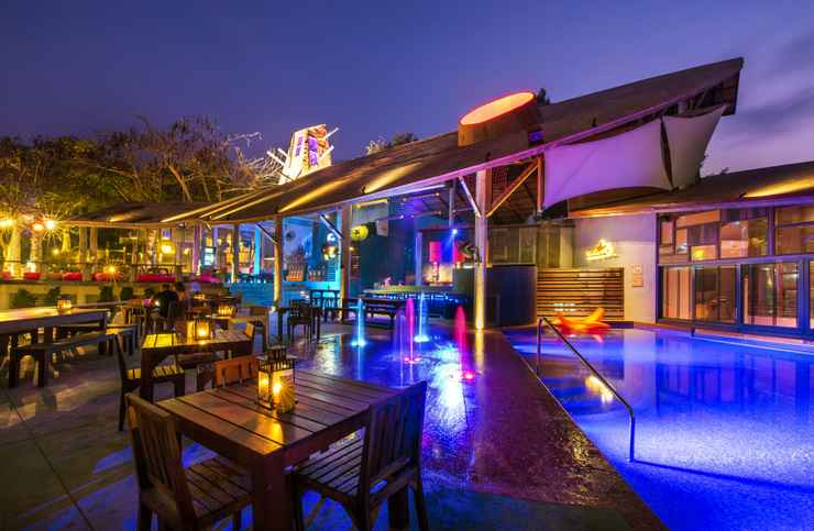 LOBBY Bar and Bed Resort