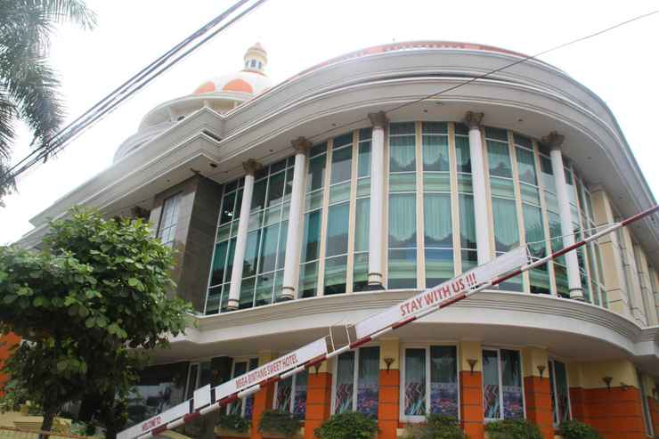 EXTERIOR_BUILDING Mega Bintang Sweet Hotel