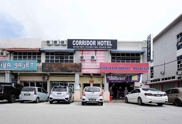EXTERIOR_BUILDING Corridor Hotel Pekan 2