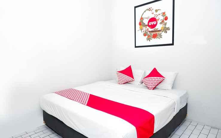 OYO 422 Achterhuis Guesthouse Semarang - Deluxe Double