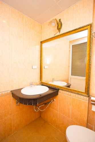 BATHROOM Khách sạn Pearl - Nguyễn Chánh