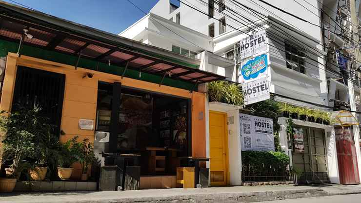 EXTERIOR_BUILDING Crossroads Hostel Manila