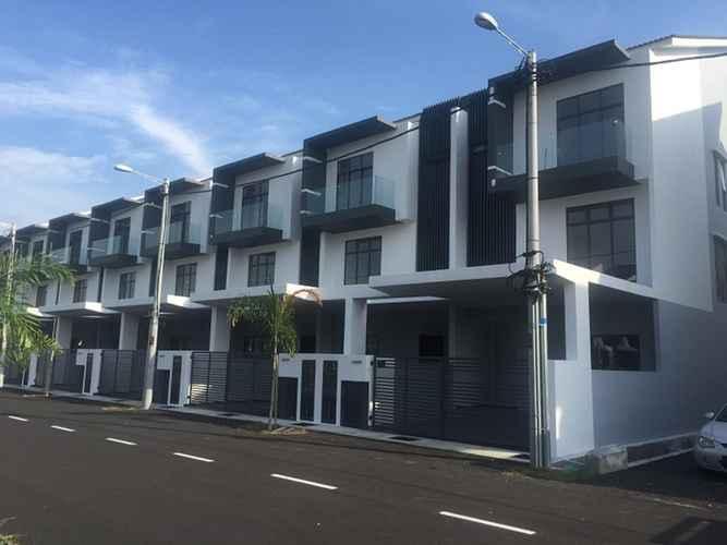 EXTERIOR_BUILDING Step-In Homestay @ Kota Laksamana Marina5