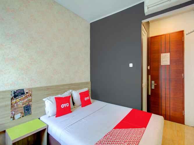 BEDROOM OYO 4005 Bunga Dahlia Guest House