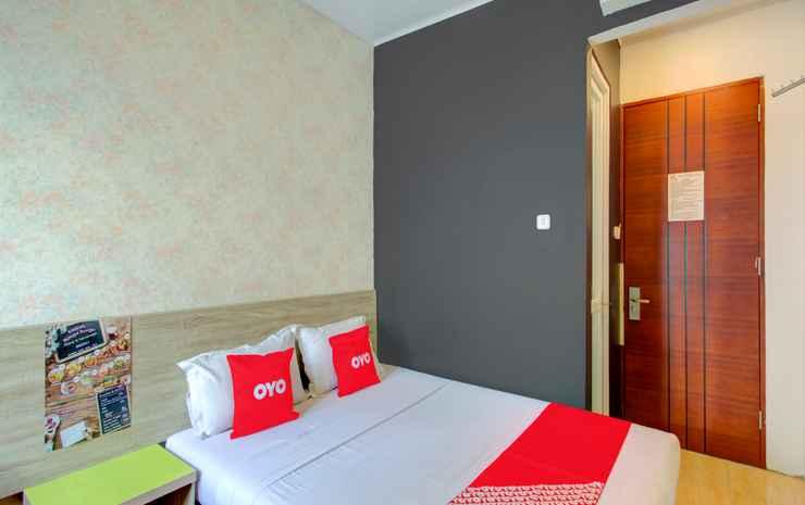 OYO 4005 Bunga Dahlia Guest House Jakarta - Deluxe Double Room