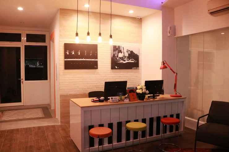 LOBBY Front One Inn Semarang