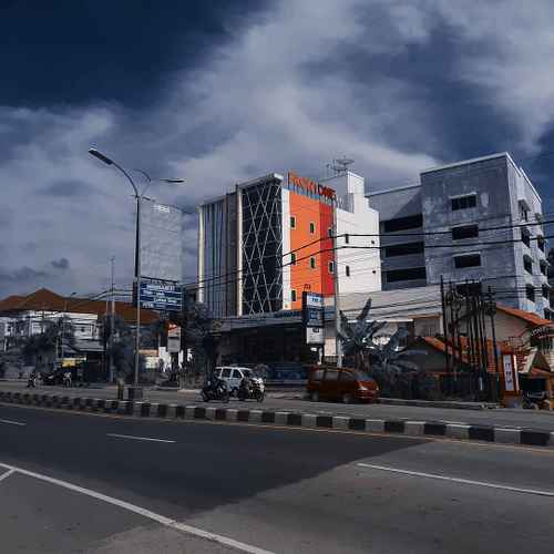 EXTERIOR_BUILDING Front One Inn Semarang