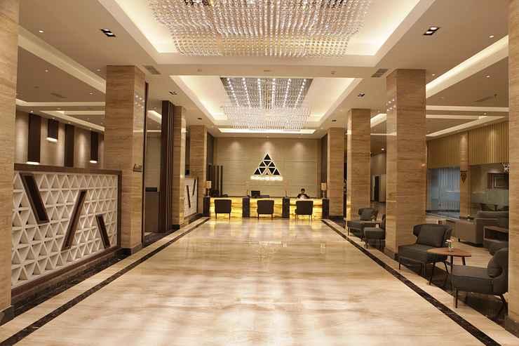 LOBBY Pyramid Suites Hotel Banjarmasin