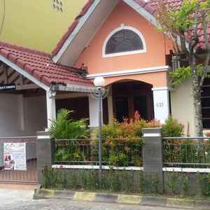 Relax 4 Bedroom at Ndalem Cemara Homestay Yogyakarta
