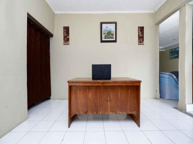 LOBBY OYO 2290 Pondok Merapi Selo