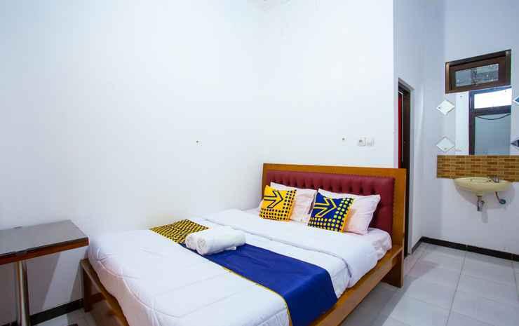 SPOT ON 2718 Backpacker's Homestay Jlegong Wonosobo - Deluxe Double Room