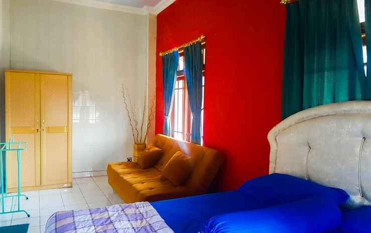 Glory Homestay Yogyakarta - Family Room w/ Sofa Bed