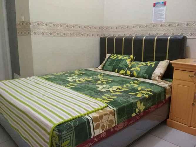 BEDROOM Simple Room at Penginapan Dynasty