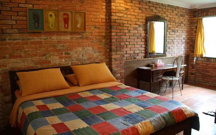 The Pinewood Lodge & Organic Farm Bogor - Deluxe Queen Room