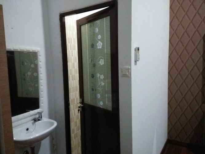BATHROOM Comfort Room near Airport at Homestay Family's