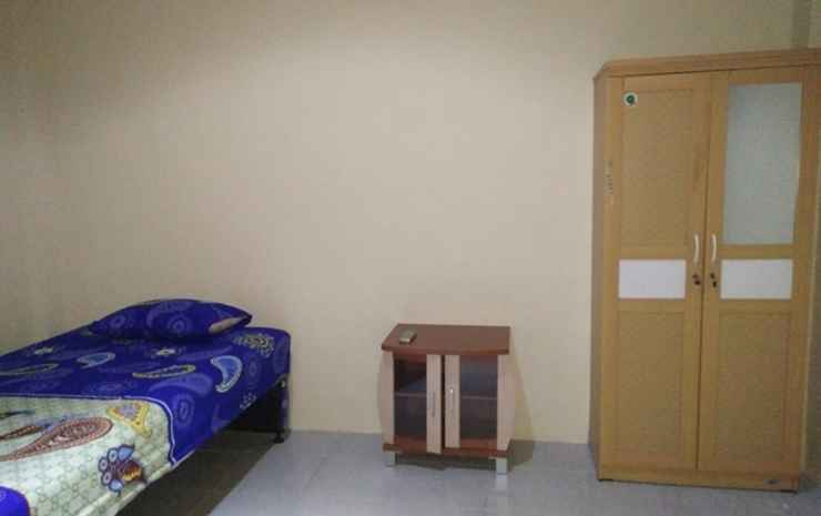 Comfort Room near Airport at Homestay Family's Pontianak - Big Room Twin (Max check in 24.00)
