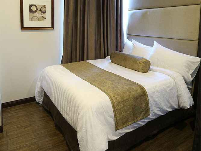 BEDROOM West Avenue Suites