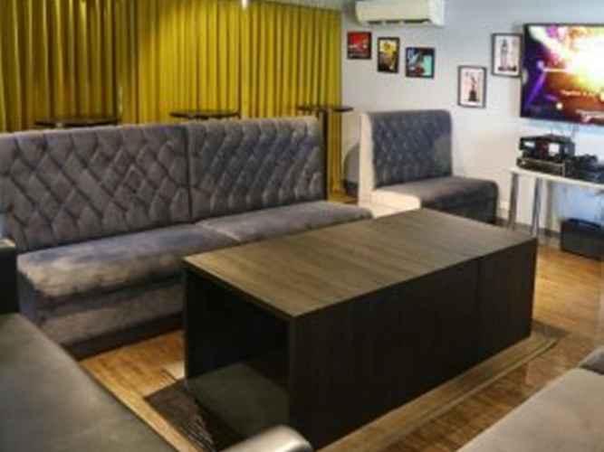 LOBBY West Avenue Suites