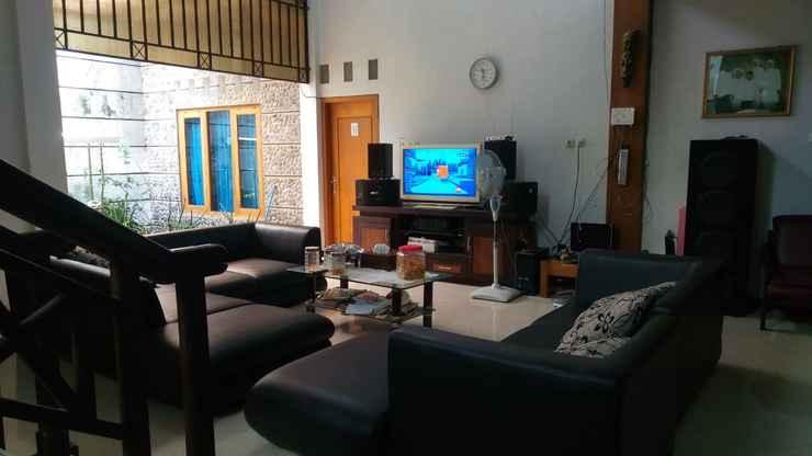 LOBBY Comfy Room at HONEY guesthouse Syariah