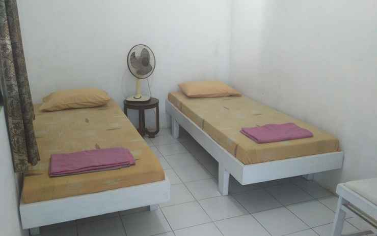 Budget Room at The Westernes Solo - Kamar Fan (Kmr Mandi Luar)