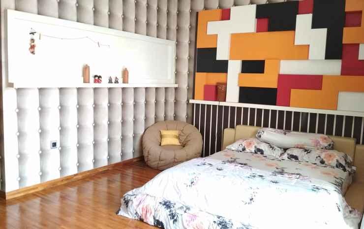 Spacious Room at Limbersa Homestay & Resto Yogyakarta - Americano with Private Bathroom