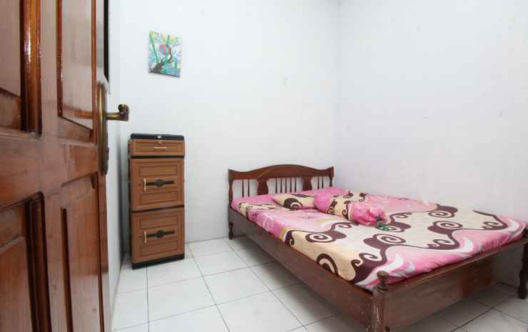 Comfort Room at Guesthouse Tirza Banyuwangi - Double Bed Room (Mak check in 22.00)