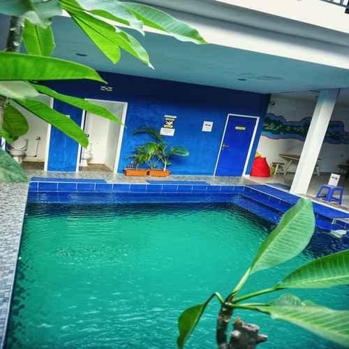 SWIMMING_POOL Oase Hostel Dormitory