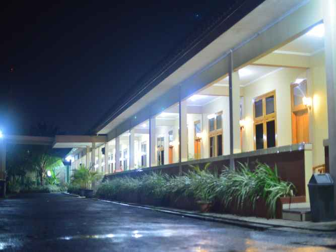 EXTERIOR_BUILDING Gitrary Perdana Hotel