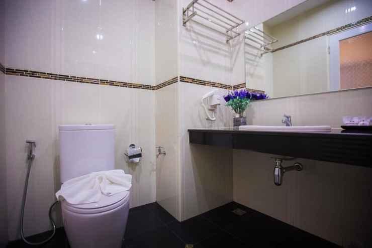 BATHROOM The SG Hotel