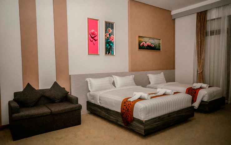 Green Rose Hotel Batam - Executive Suite with One Queen & One Single Bed