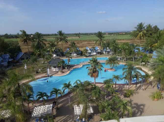 SWIMMING_POOL Castle Howchow Beach Resort Hotel