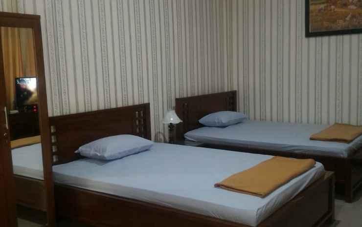 Kopen Homestay Bojonegoro - Family Room (max check in 22.00 WIB)