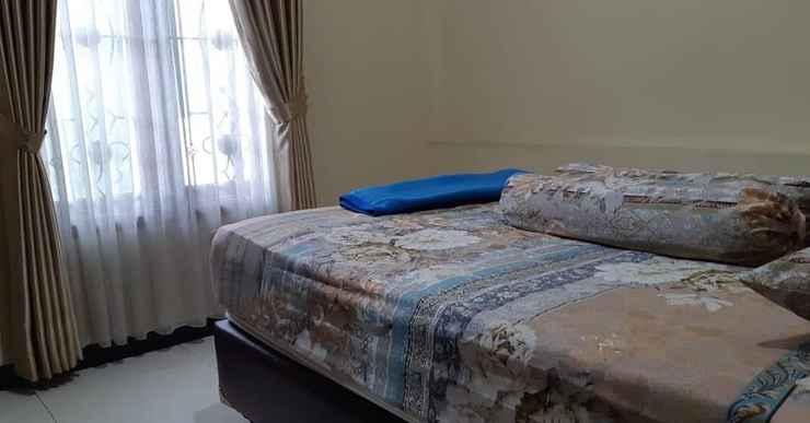 BEDROOM Homy Room at Homestay Cemara 7