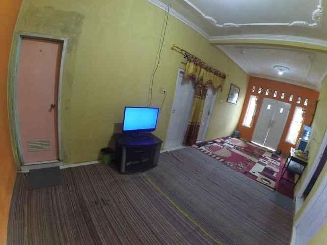 ENTERTAINMENT_FACILITY Clean Room at Faren Homestay Syariah