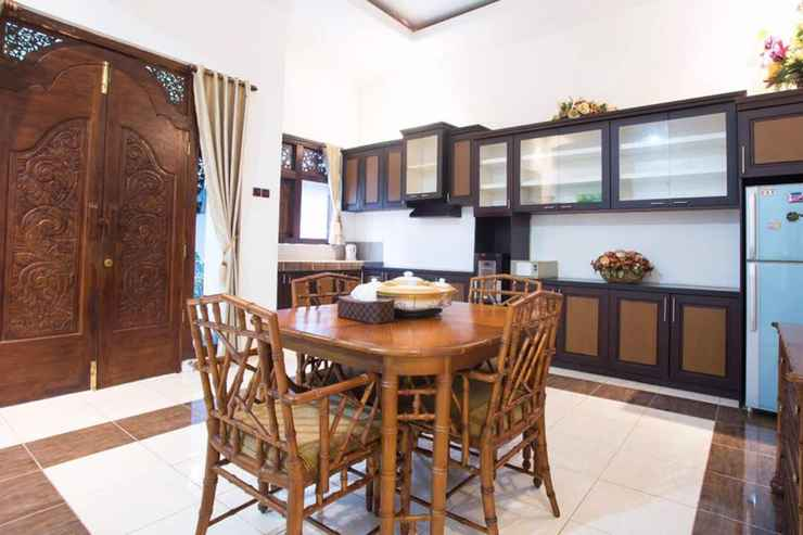 HOTEL_SERVICES Brown Javanese Guest House