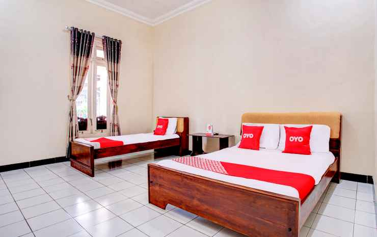 OYO 3915 Hotel Remaja Pacitan Pacitan - Deluxe Family Room