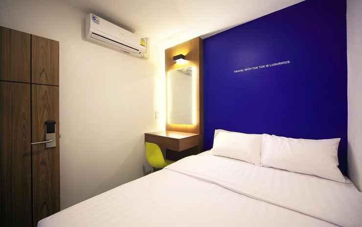 Tuk Tuk Hostel Bangkok - Queen Room with Shared Bathroom