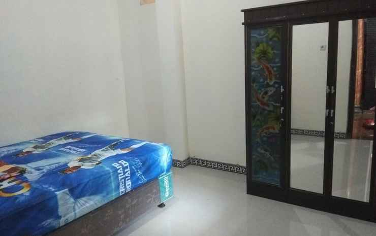 Comfy Room at Ijen Farmer Homestay & Tour Banyuwangi - Falecia room with private bathroom  (max check in 22.00)