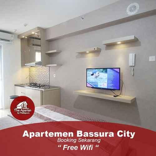 BEDROOM Apartemen Bassura City by Aparian