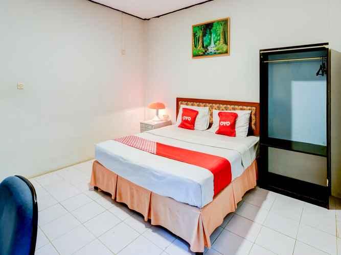 BEDROOM OYO 90385 Hotel Cadaka