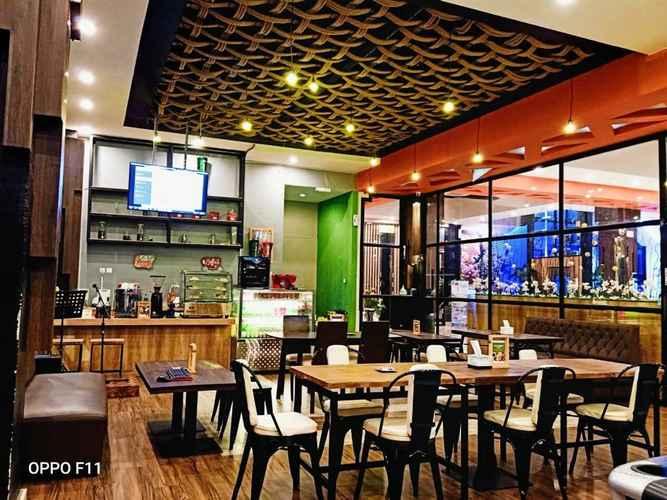 BAR_CAFE_LOUNGE Premiere Hotel Tegal