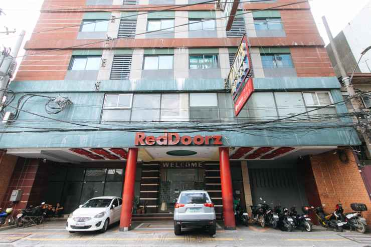 EXTERIOR_BUILDING RedDoorz near Araneta Center Quezon City