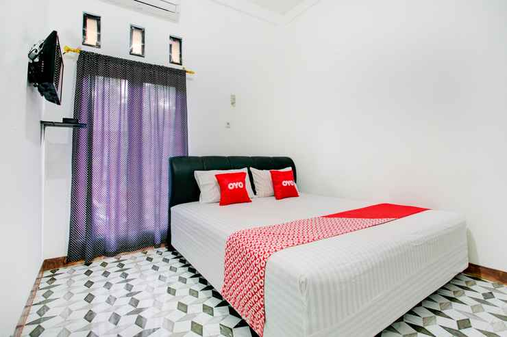 BEDROOM OYO 3748 Rn Syariah Guest House