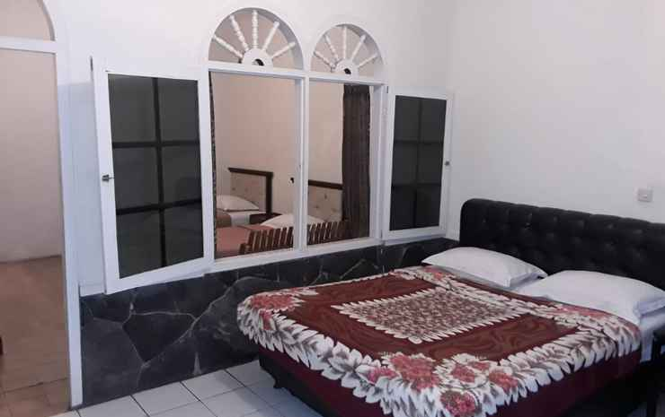 Karang Sari Hotel Sukabumi - Standard for 4 Pax